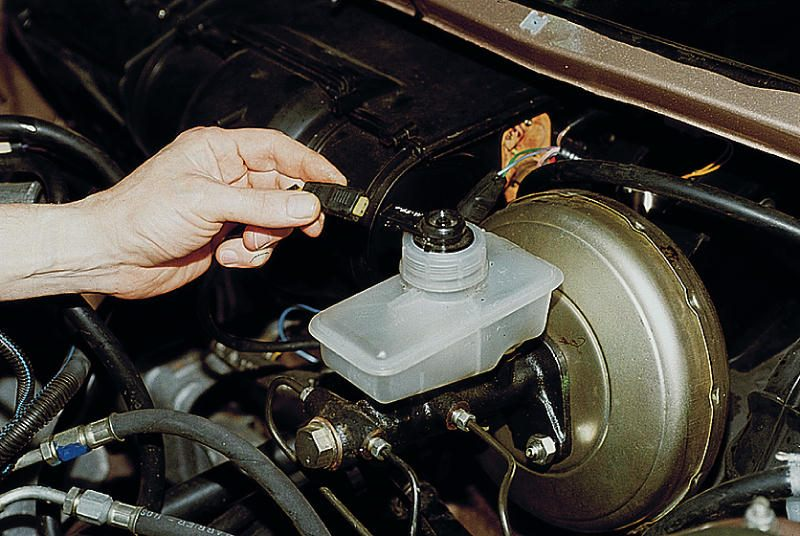 Фото №12 - замена главного тормозного цилиндра ВАЗ 2110