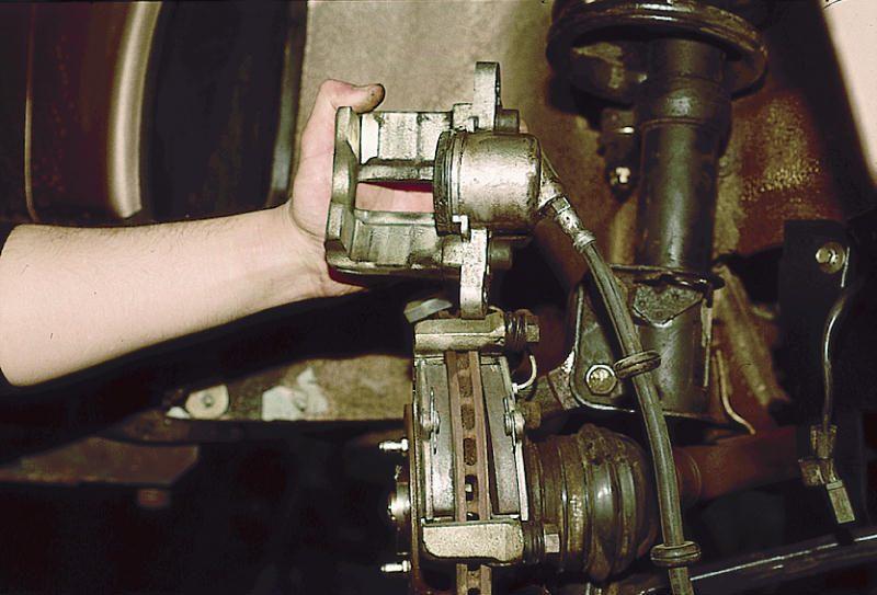 Фото №16 - замена передних тормозных цилиндров ВАЗ 2110